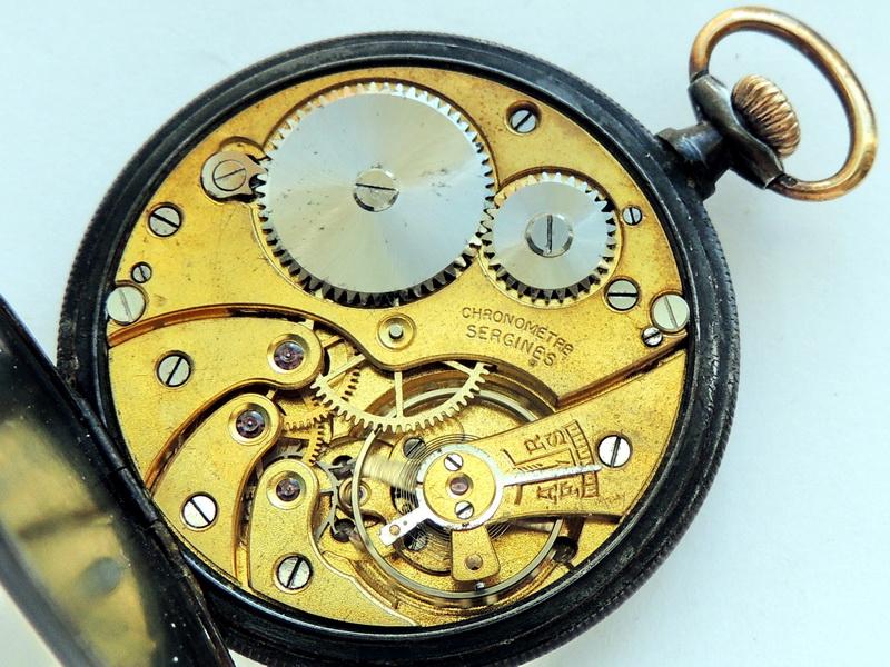 На фрачных жилетках в обязательном порядке стали делать специальный карман для ношения часов.