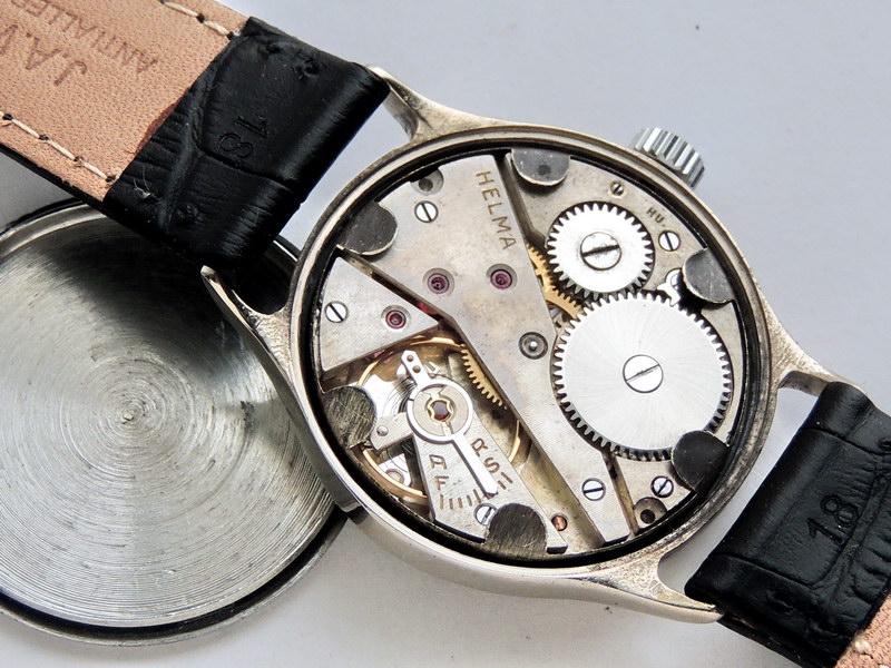 Часы полностью соответствуют каталогу: livening-russia.ru~mmh/livening-russia.ru обратите внимание на циферблат, он оригинальный в идеальной сохранности.