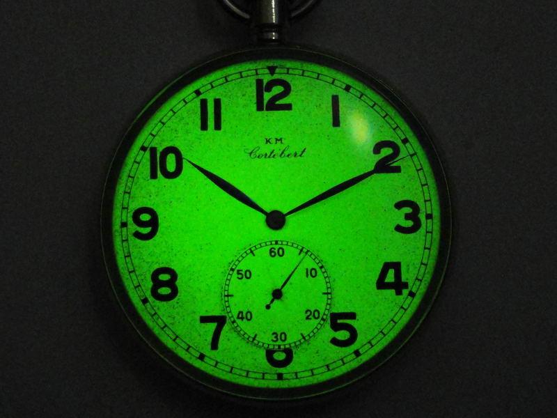 При измерениях мы исходим из гамма-фона, который исходит в непосредственной близи к часам со стороны циферблата.